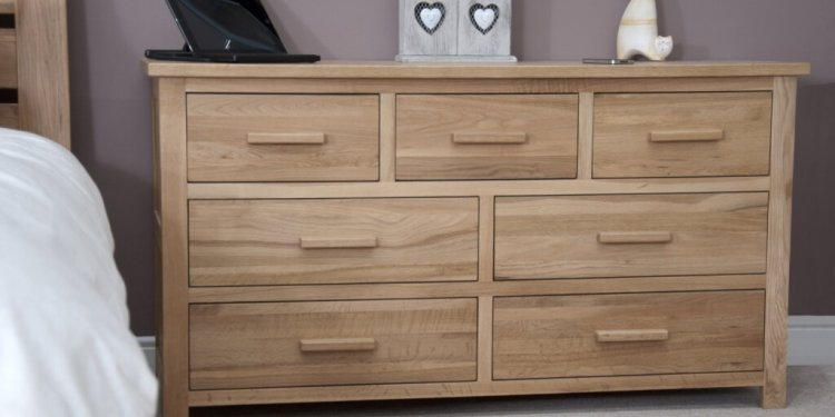 Distinctive Oak Wood Chest Of