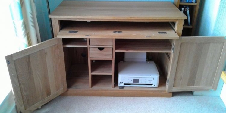 LIGHT OAK COMPUTER DESK WITH