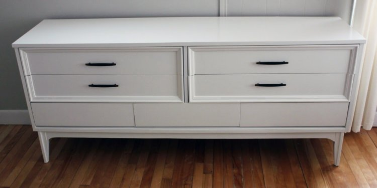The 7 drawers are clean, deep