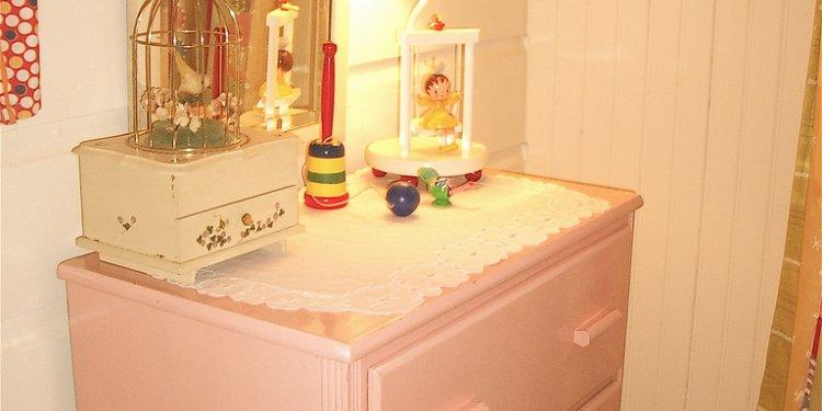 Twin bedroom dresser