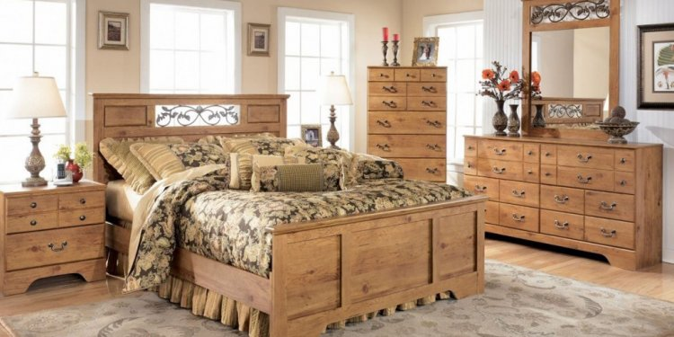 Pine and Oak Furniture LTD